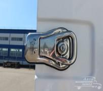 На фото изображен замок двери фургона мороженовоза